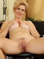 Katriss - 43 year old office MILF Katriss from AllOver30 taking a nude break