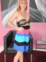 Tall MILF Samantha Gene poses seductively naked