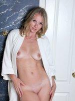 Lara Elaine - Beautiful 30 yea old Lara Elaine from AllOver30 takes a erotic bath