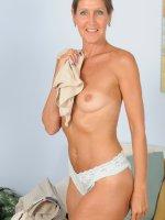 LA ValkenbergHorny mature 50 year old LA Valkenberg spreading her slick pussy