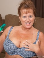 Plump Mature MILF Dawn Marie all Oiled Up!