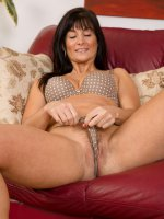 Lelani Tizzie	Elegant and sexy 45 year old Lilani Tizzie undresses and spreads