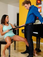Ariella Ferrera	Ariella brought Michael over to give her lesson on her new piano. After Michael star