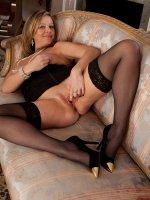 Elegant cougar Louise Pearce naked at the piano.