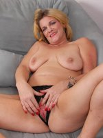 Courtney Smith - 44 year old Courtney Smith from AllOver30 streatching her pussy