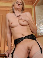 Emerald Rose	46 year old and horny Emerald Rose does some naughty stenography