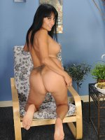 Beautiful mature babe Isabella Montoya exposes her great ass.