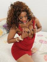 Jade Nacole31 year old ebony MILF Jade Nicole exploring her chocolate pussy