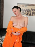 Veronica Snow,  40 year old Veronica Snow stops doing her wash to show her furry muff