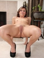 Stunning elegant MILF Amy Johnson naked in high heels.