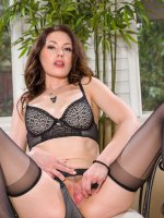 Sarah Shevon - 30 year old Sarah Shevon slips off her lingerie and sniffs her panties
