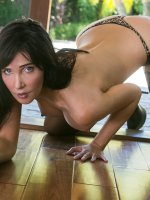 Diana Prince - Big Boobs, Landing Strip Pussy, Tall Girls, Black Hair, Long hair, Bras, Masturbation, Toys,