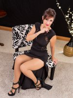Beautiful MILF Roni in nylons