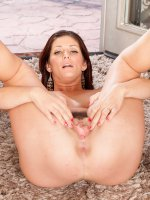 Alicia Silver	Horny 33 year old Alicia Silver spreading her hairy pussy in the yard