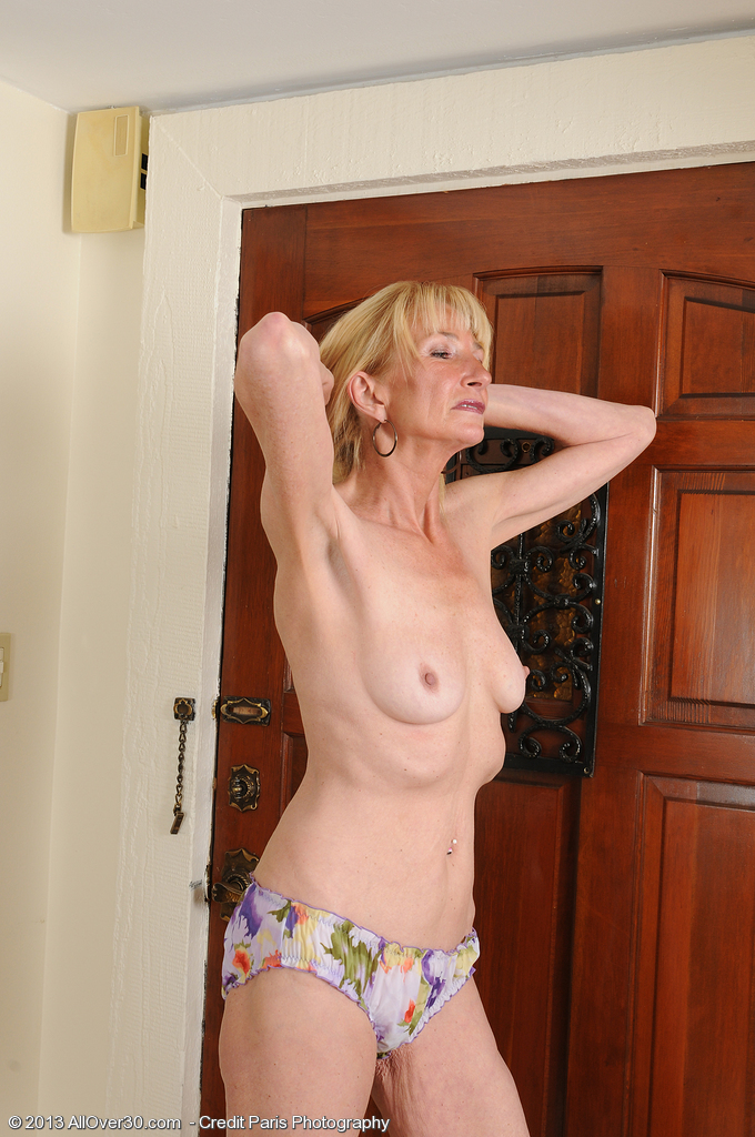 ... more pics and hd vids of Pam Roberts and other mature women inside