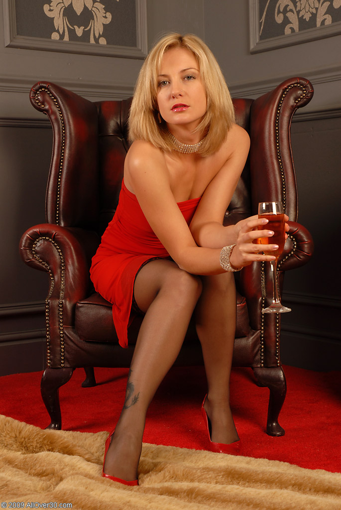 Blonde Mature Over 30 Video