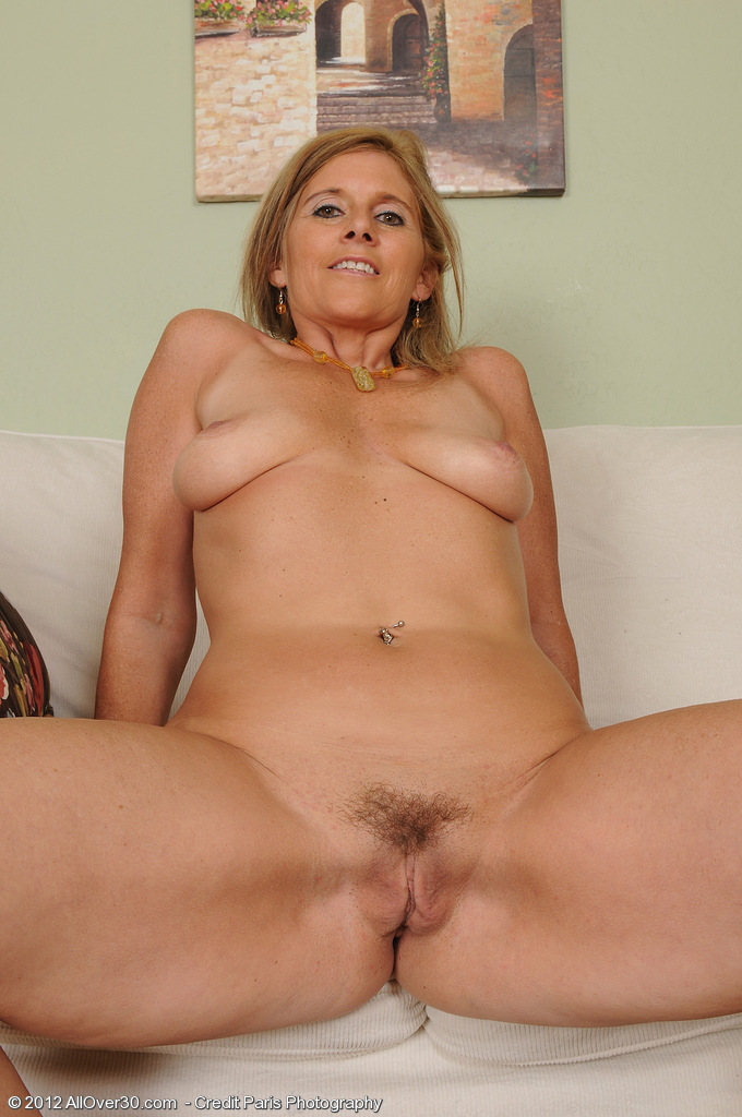 see more pics and hd vids of amanda jean and other mature women inside