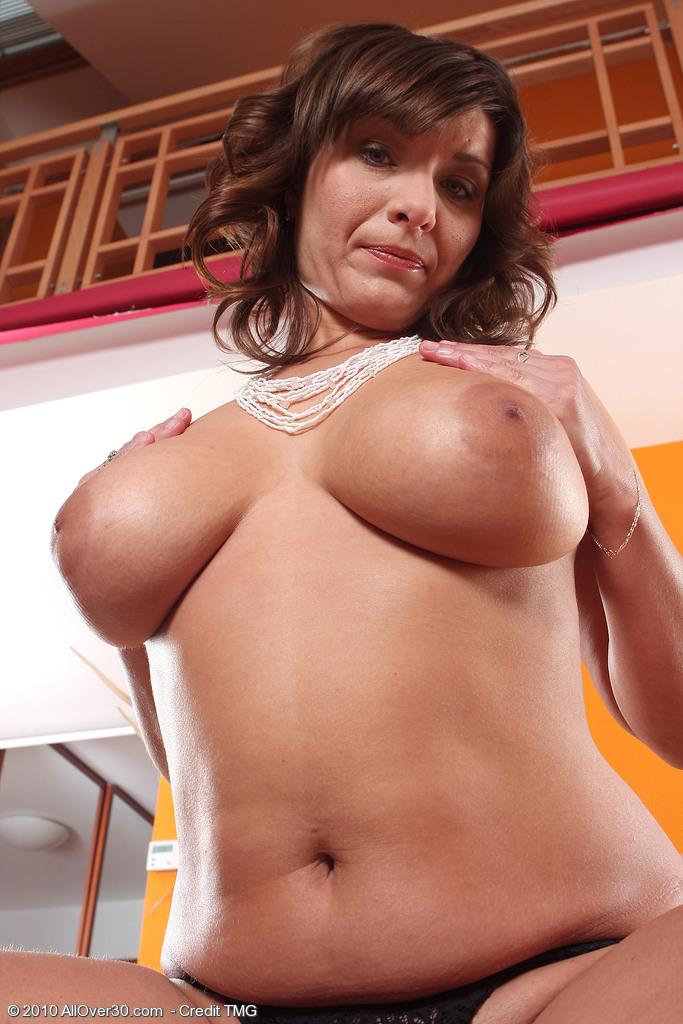 Real she nude mature busty brunette ass'ss'ss'ss