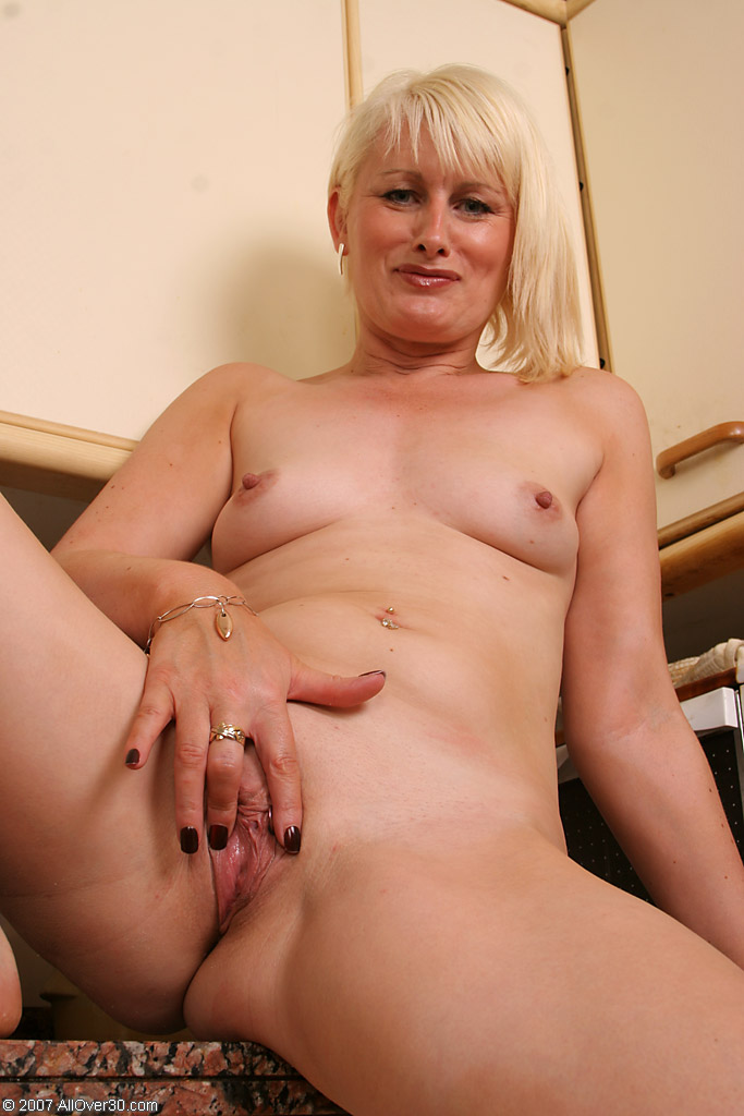 Mature lady fingers herself 7