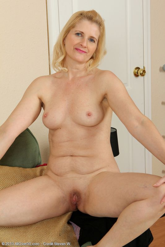 53 year old granny fucks her old pussy with a dildo 2
