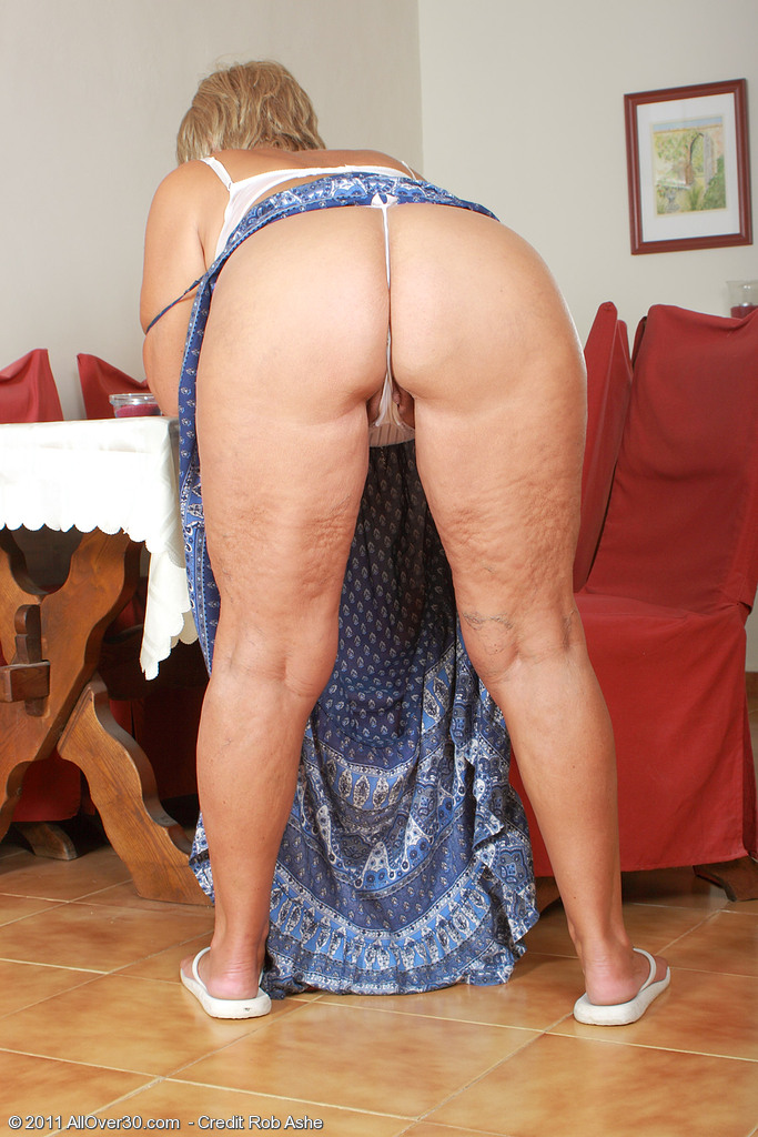 Samantha T - light-haired grandmother demonstrates her ...