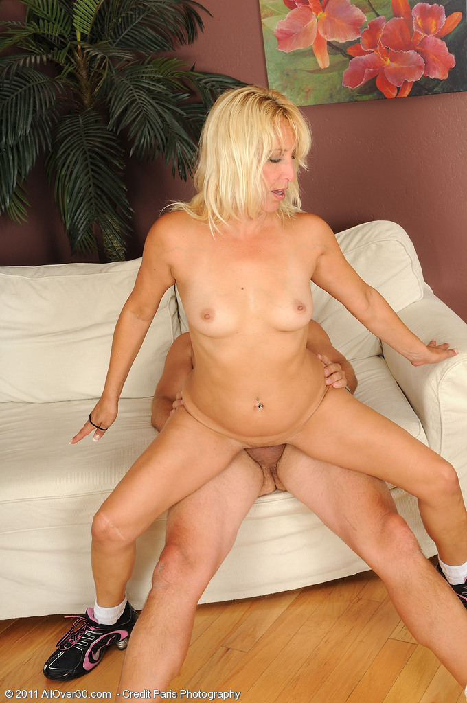 see more pics and hd vids of andi roxxx and other mature women inside