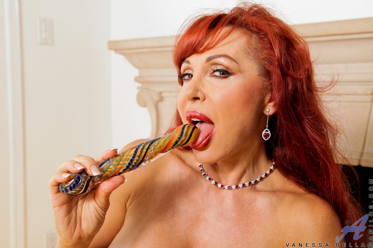 sexy vanessa   curvy latina older mother plays with dildo
