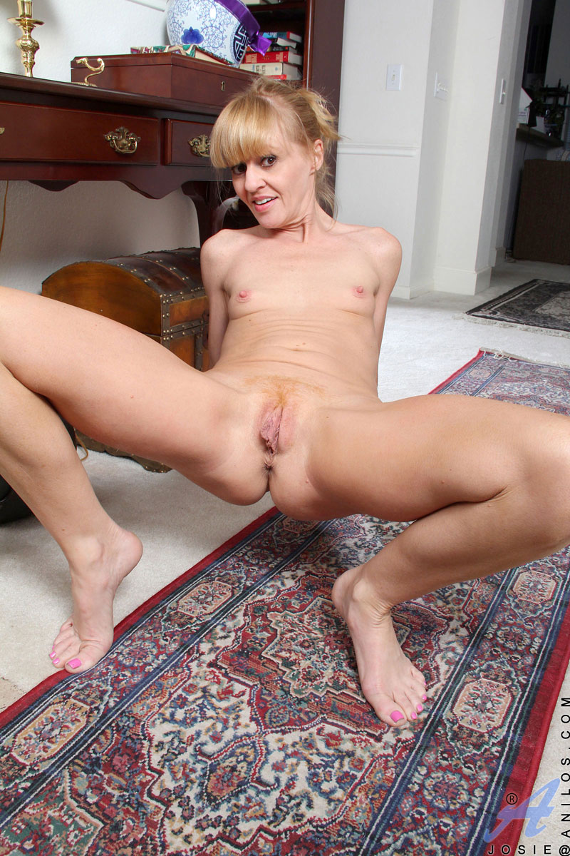see more pics and hd vids of penelope and other mature women inside