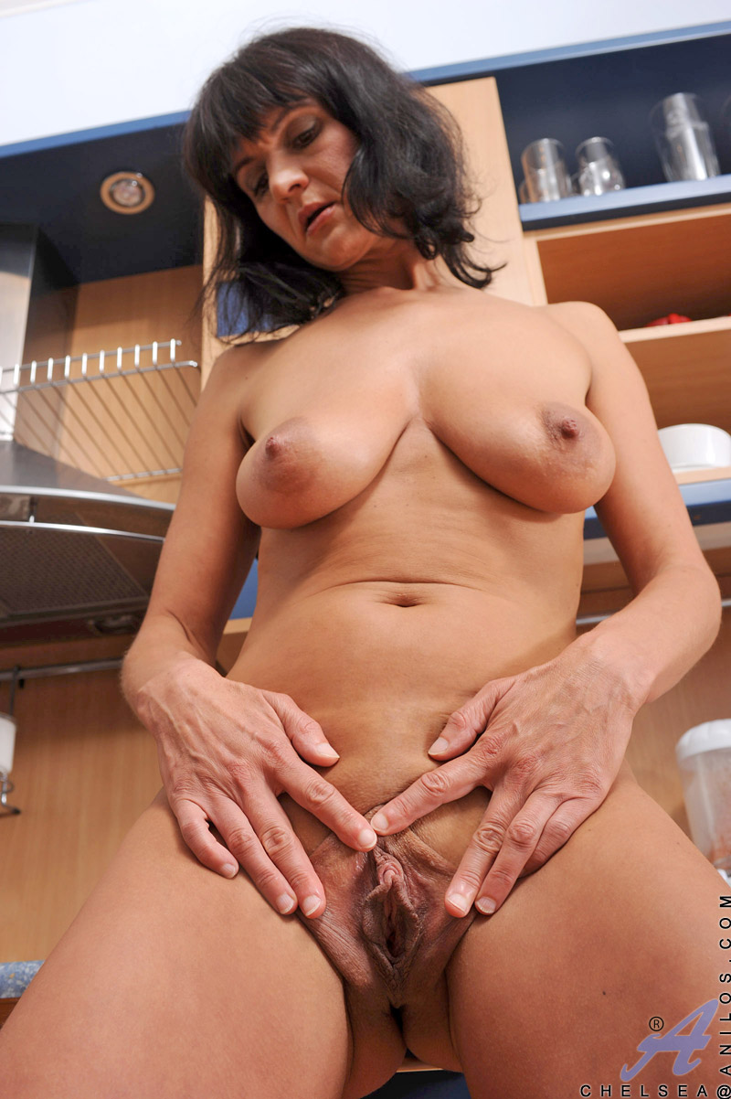 see more pics and hd vids of Chelsea and other mature women inside!