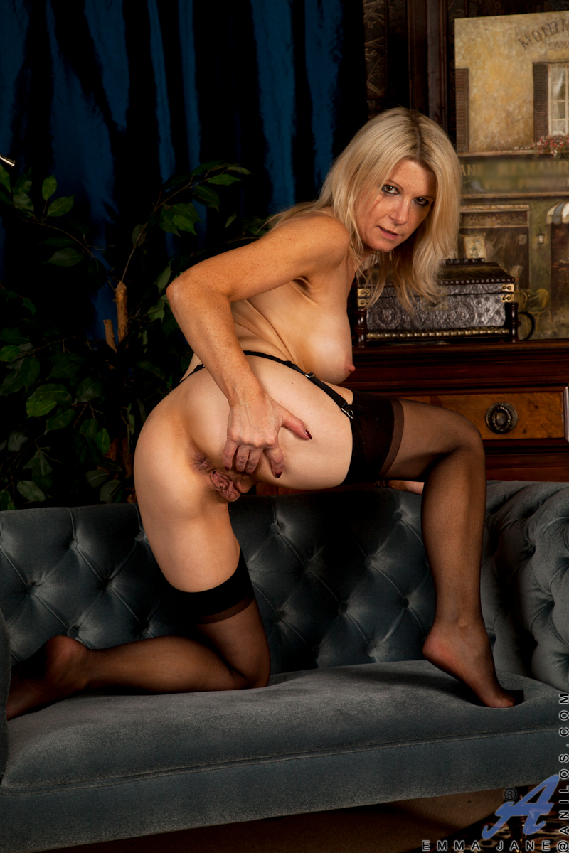 see more pics and hd vids of Emma Jane and other mature women inside!