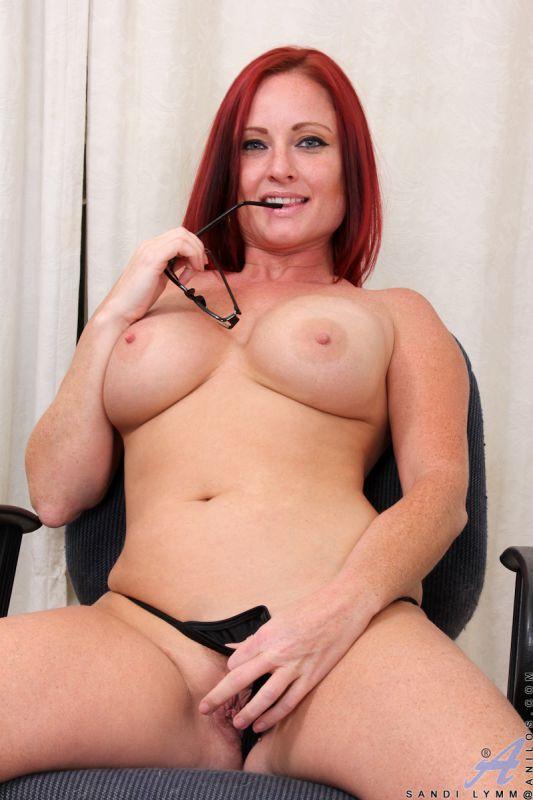 sandi lymm   big boobed madam demonstrates her fantastic ass