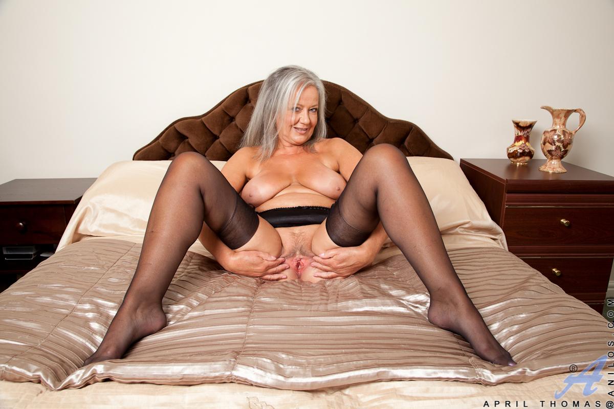 Фото зрелых женщин в чулках их прелести