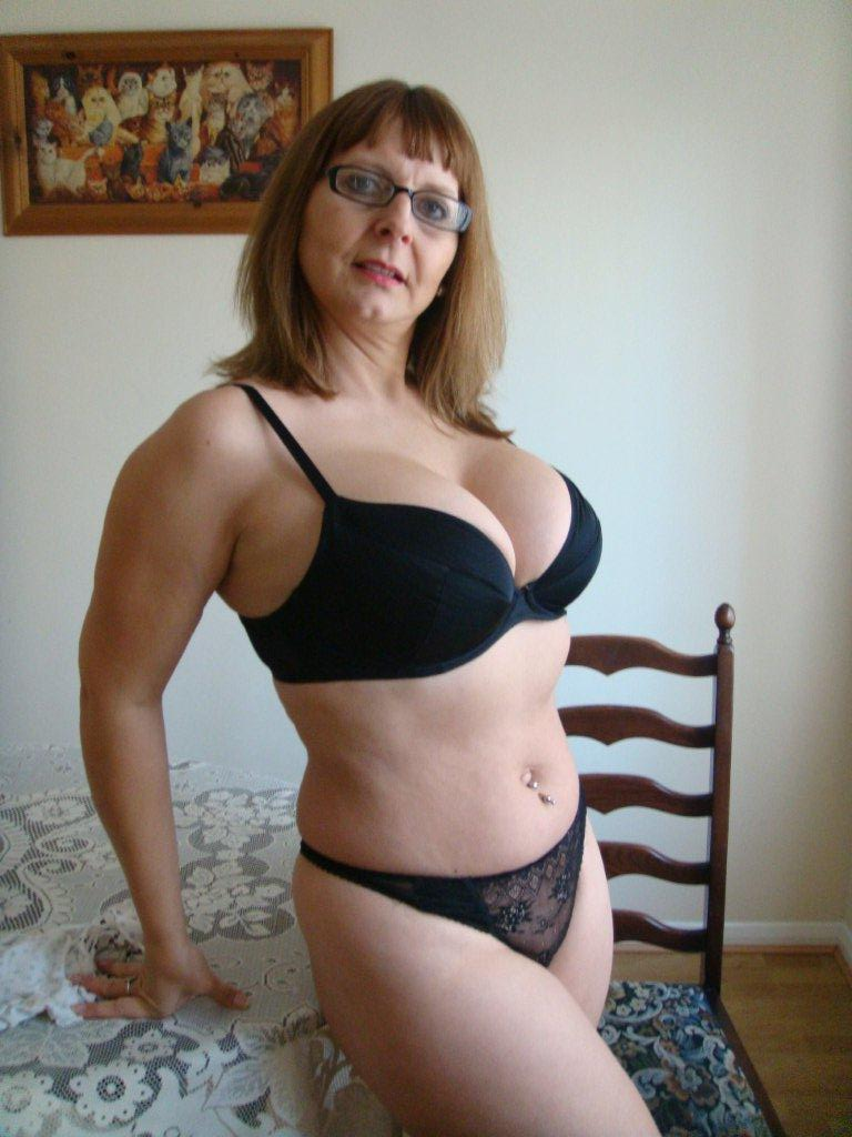 ... pics and hd vids of Bedfordshire Blonde and other mature women inside