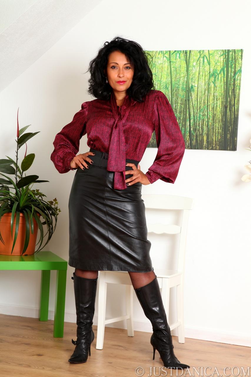 Collins skirt danica leather