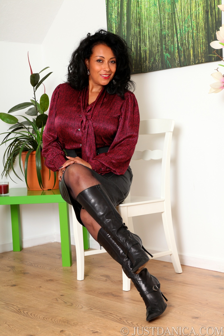 Bloody pussy in pantyhose