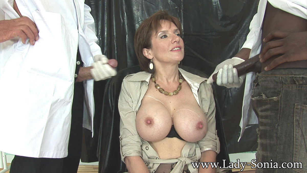 see more pics and hd vids of Lady Sonia and other mature women inside!
