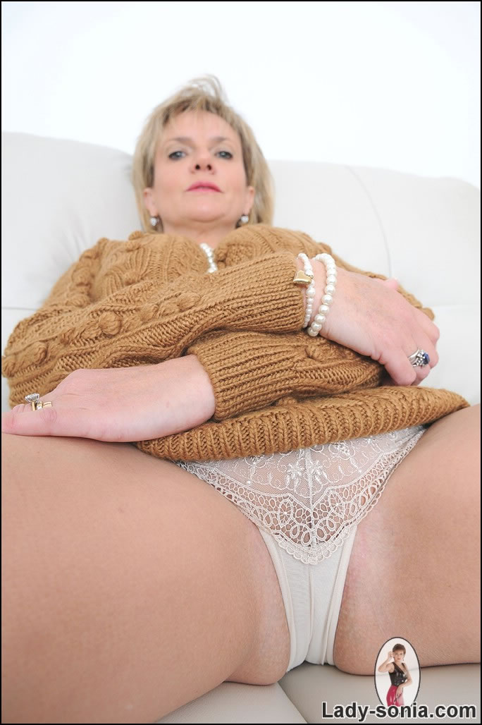 Busty milf lady sonia teaching to make cock hard 8