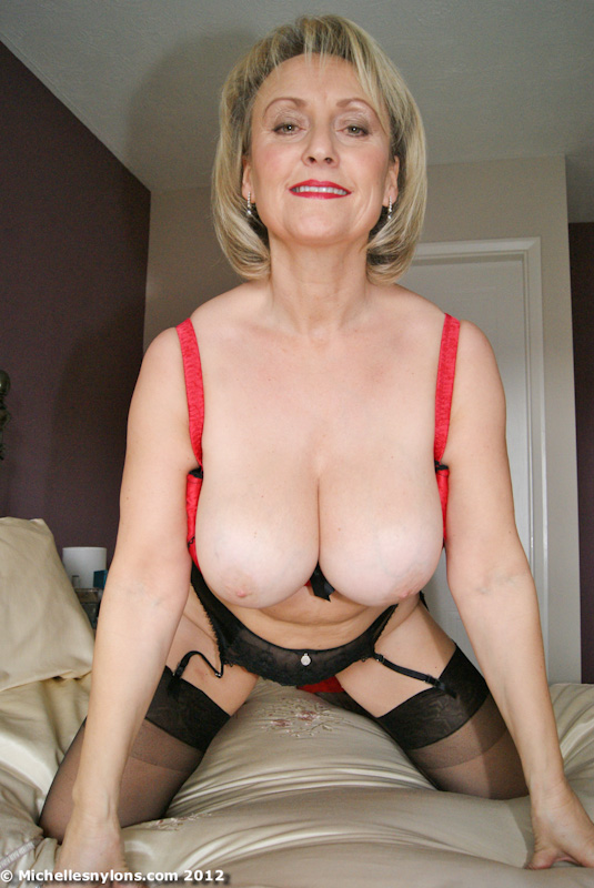 Michelle - big-titted mummy shows her shaved cunt
