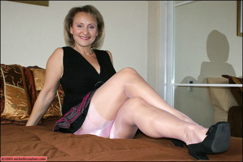 image Sexy blond whore sucks cock