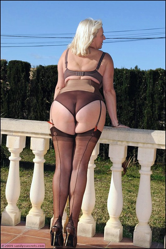see more pics and hd vids of sandy and other mature women inside