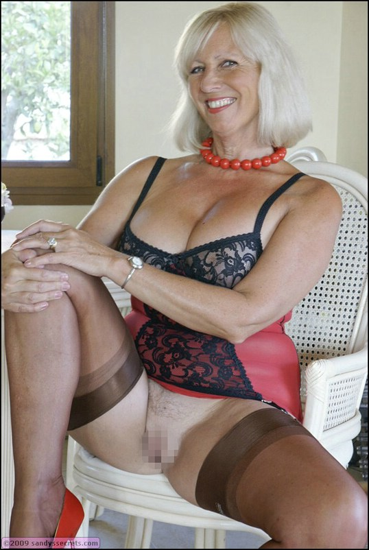 sandy-secrets-mature-naked