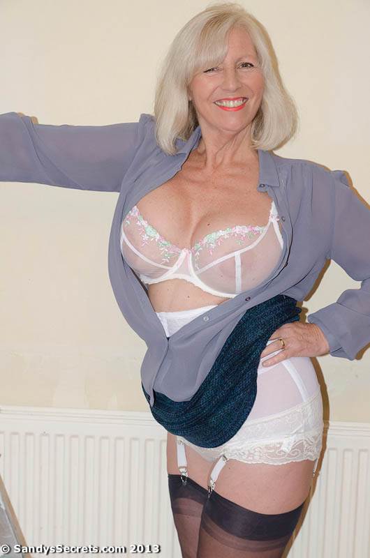 see more pics and hd vids of Sandy and other mature women inside!