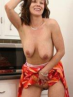 ass big tits brunette close up housewife milf