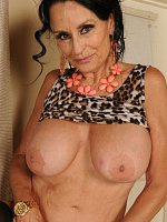 Busty granny Rita Daniels shows her old but gorgeous body
