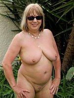 SpeedyBee, Cougar, Mature, MILF, BBW/Curvy, Big Tits, United Kingdom, High Heels, Feet/Shoes