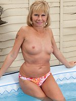 Mature blondie shows tight wet ass in the swimming pool