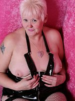 ValgasmicExposed, In The Pink Box, Mature,MILF,Cougar,BBW/Curvy,United Kingdom,Striptease,Lingerie,F