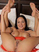 Busty Anilos mommy rides her glass dildo like a champ