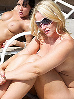 Two naked MILFs squirt after sunbathing