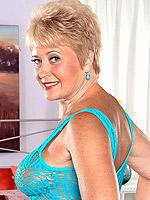 Tracy Licks, Blowjob, Cumshot, Mature